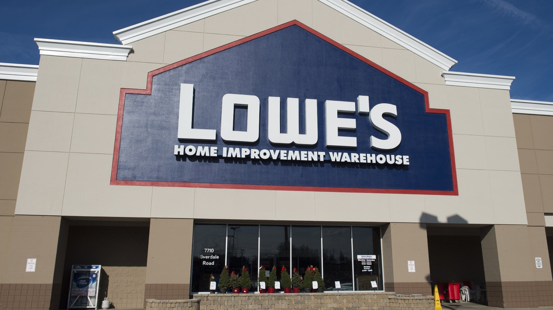 lowe s expands discount for military members